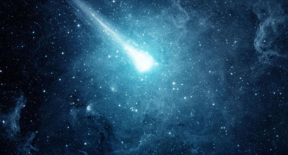 نزدیک شدن یک ستاره دنباله دار به خورشید