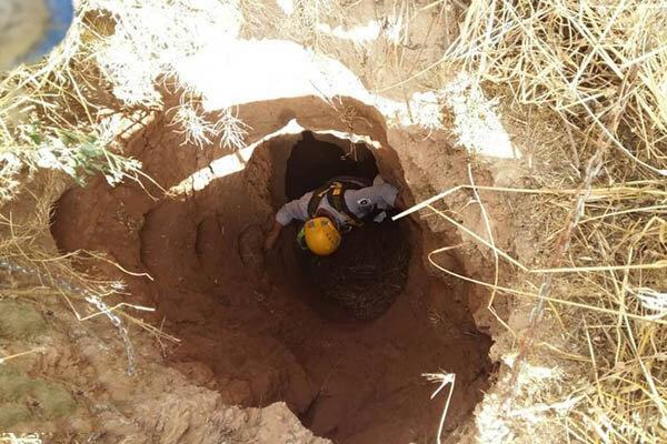نجات پیرمرد آبیکی از درون چاه