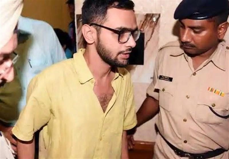 انتقاد فعالان اجتماعی هند از دستگیری یک جوان مسلمان به اتهام مشارکت در ناآرامی های دهلی نو