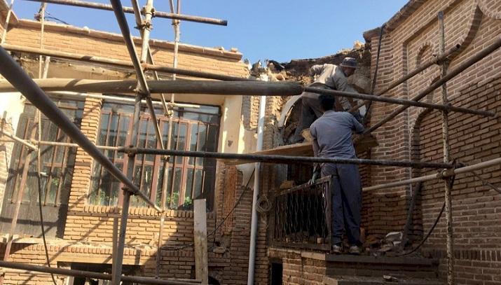 سامان دهی و بازسازی خانه تاریخی زینعلی به نیمه رسید