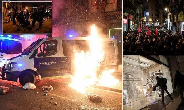 معترضان در بارسلونا به طرف نیروهای مجری قانون سنگ پرتاب کردند