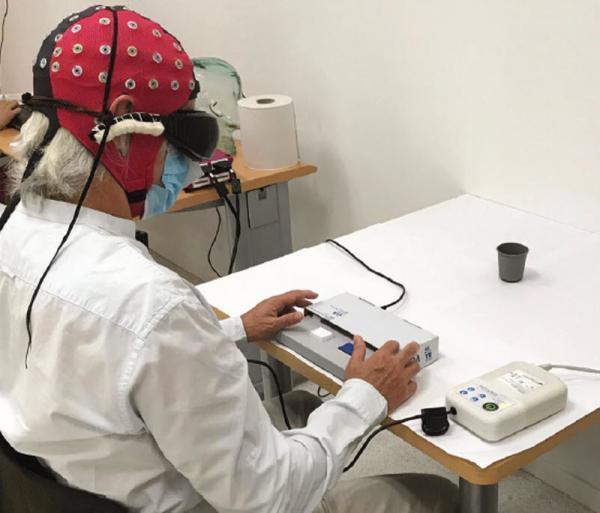 مردی که 40 سال بود نابینا شده بود، به کمک ژن منتقل شده از طریق یک نوع جلبک، بینایی در حد تشخیص اشیا پیدا کرد